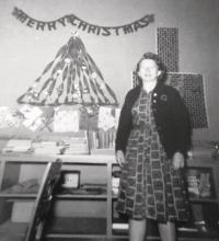 Standing with her third grade class in January of 1962, Isabel Munnett continued to pass on her love of reading and learning to class after class, until her retirement in 1981.