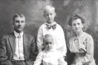 Dean's parents Ara and Lora Jackson with Dean's older brother standing behind him-circa 1918.